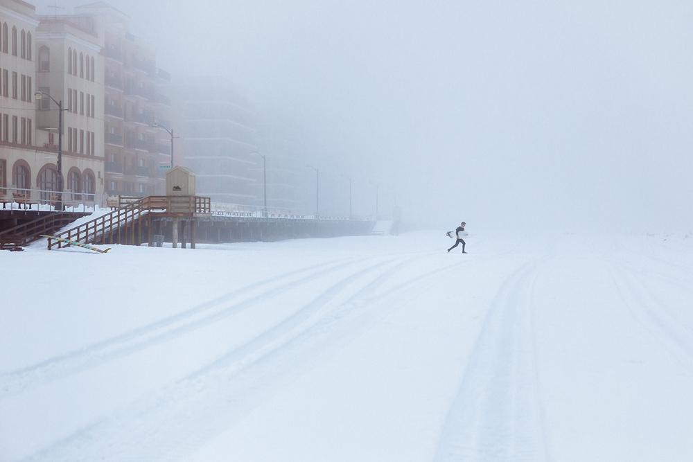 Photographie de Matt Clark à New York sur une plage déserte en hiver